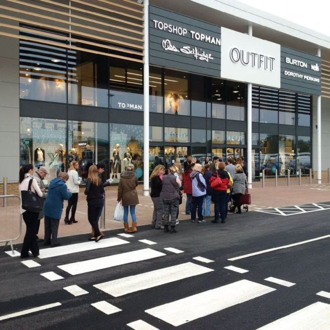 Banbury Gateway opens & Banbury Gateway retail fashion park opens doors - BBC News