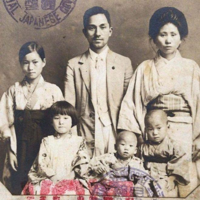 Família Mizobe ao chegar ao Brasil