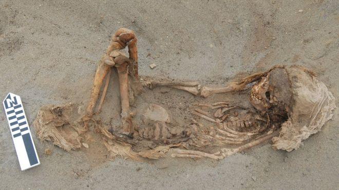 скелет ребёнка из древнего захоронения в Перу