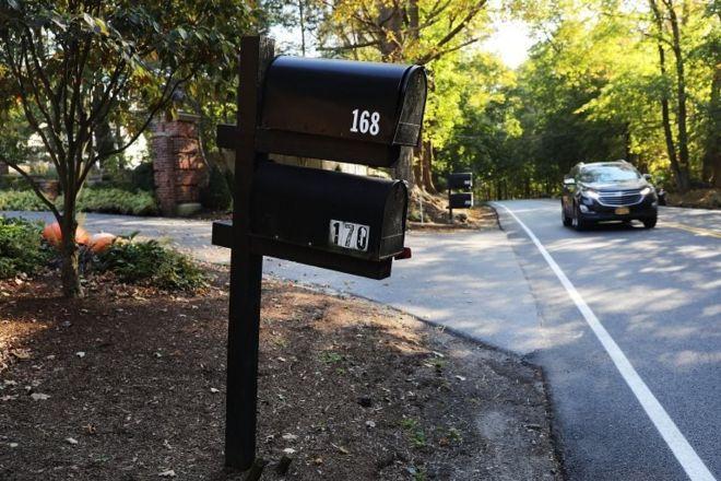 Почтовый ящик у ворот дома Сороса