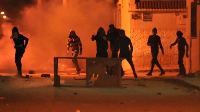 Tunus'ta protestolar: Bazı kentlere ordu birlikleri sevk edildi