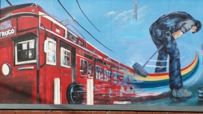 Un mural del artista Peter McMahon se encuentra en la sede del club Yarraville en Melbourne.