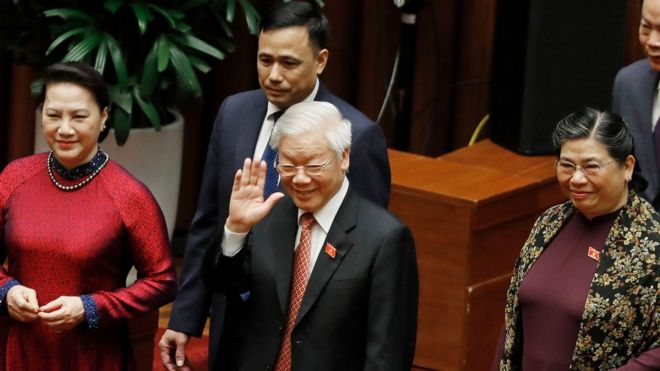 Trong Bộ Chính trị hiện nay, có 7 người đã từ tuổi 66 trở lên, như các ông bà: Nguyễn Phú Trọng, Nguyễn Thị Kim Ngân, Tòng Thị Phóng