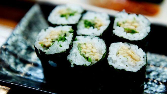 Среди вариаций на тему - суши с натто