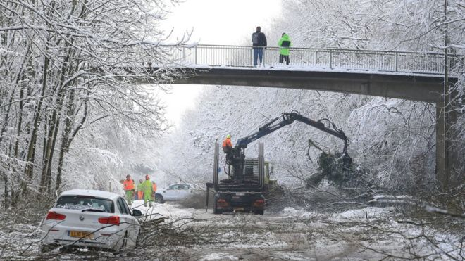 UK weather: Snow and ice still causing disruption - BBC News
