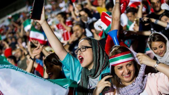 مشجعات كرة قدم إيرانيات