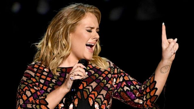 831587e3c9e Adele  got ordained to marry Alan Carr  - BBC News