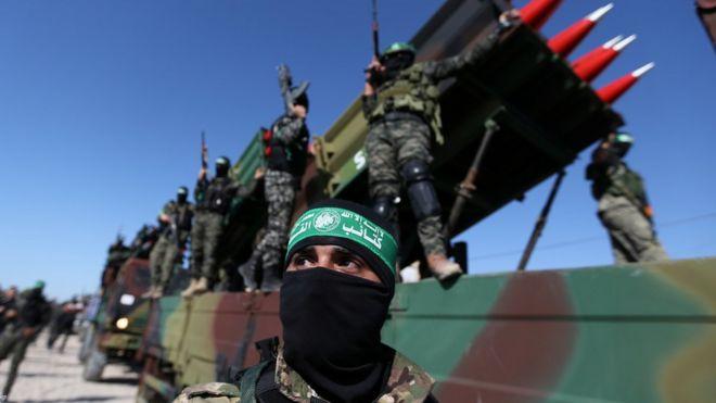 Igisirikare ca Hamas cakoze amadefile muri Gaza inyuma y'amasezerano yo guhagarika intambara yahagarariwe na Misiri