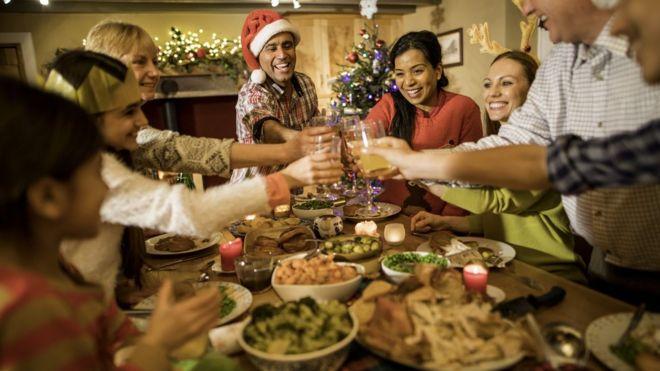 Familia en cena de Navidad.