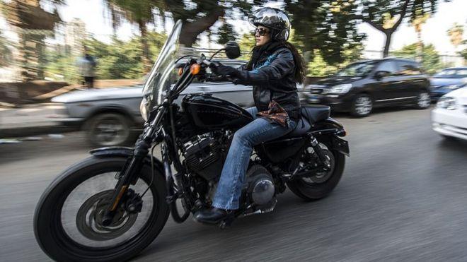 Trump backs Harley Davidson on EU trade tariffs - BBC News