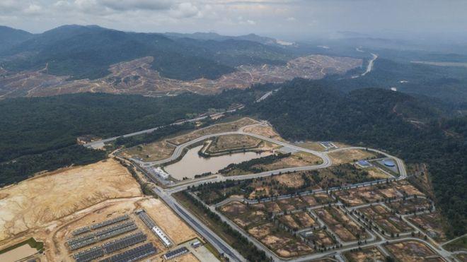 Imagem de drone da floresta de Kelantan