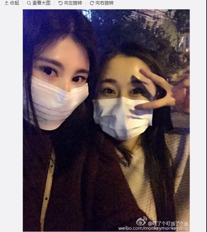 Некоторые китайские пользователи социальных сетей выставляют себя напоказ, снимая маски, которые пытаются защитить себя от высокого уровня загрязнения воздуха