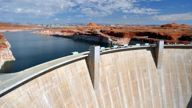 'بسیاری از پروژههای بزرگ انرژی آبی برای محیط فاجعهبار است' مت مکگرت خبرنگار محیط زیست بی بی سی