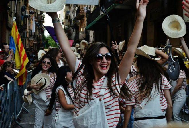 فتاة ترقص في برشلونة