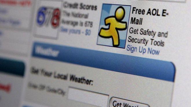 В 1990-х электронная почта воспринималась как нечто модное и элитарное - потому что далеко не у всех был интернет и имейл еще не захватил наши офисы