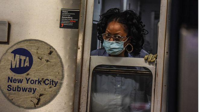 США продолжают лидировать по числу зараженных и погибших от коронавируса
