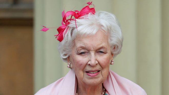 Dame June Whitfield Star Of Absolutely Fabulous Dies Aged 93 Bbc