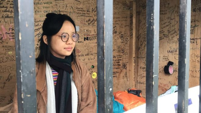 40ab801aa725 Image caption Cambridge University Amnesty chair Tiffany Hui takes her turn  in the cage