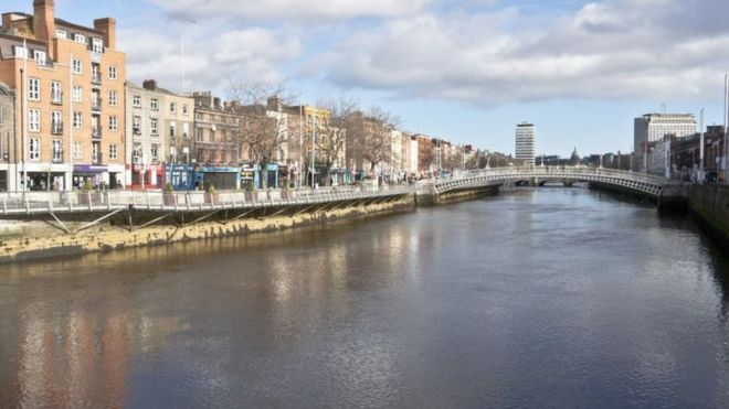 Ireland's population grows as economy recovers - BBC News