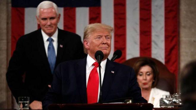 دونالد ترامپ جلو نانسی پلوسی و معاون رئیس جمهور