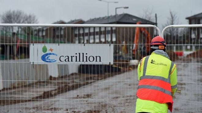 Знак Carillion на строительной площадке в Уэст-Мидлендсе