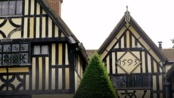 Britain's oldest building firm collapses - BBC News