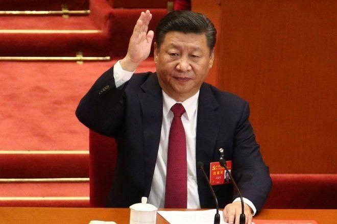 นายสี จิ้นผิง ขณะร่วมออกเสียงในการประชุมสมัชชาใหญ่พรรคคอมมิวนิสต์จีน