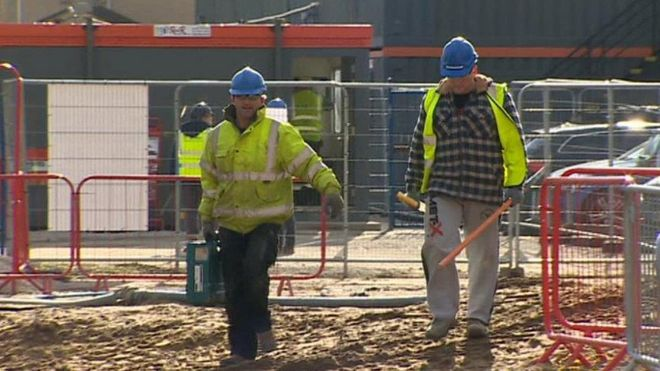 Schools 'must do more to promote construction jobs' - BBC News