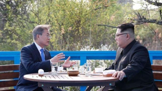 Ông Moon Jae-in và ông Kim Jong-un