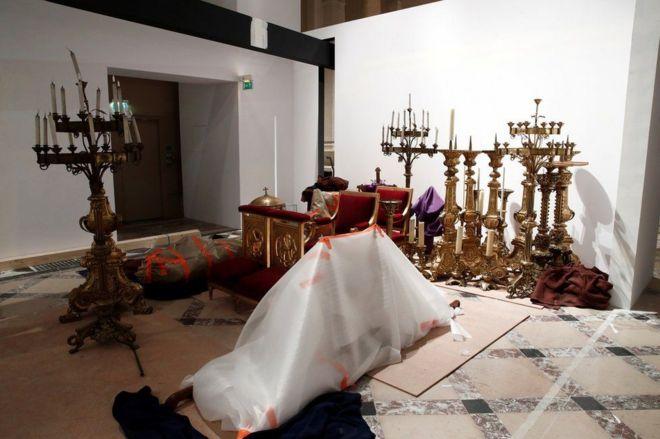 Artefactos religiosos rescatados de Notre Dame