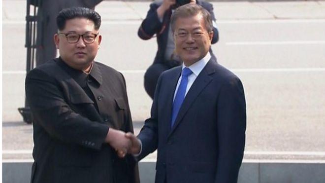 Rais w a Korea kaskazini Kim jong un na mwenzake wa Kusini Moon Jae-in