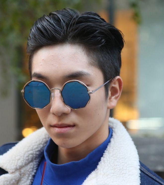 Jovem coreano maquiado