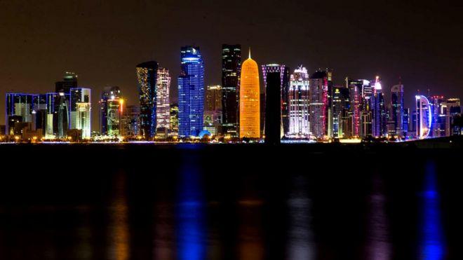 El horizonte de la ciudad de Doha es llamativo