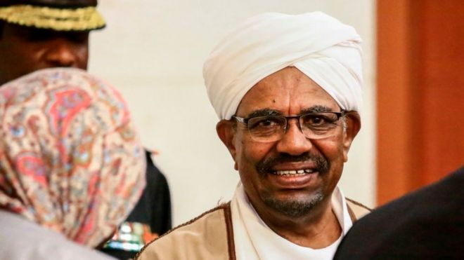 Des réserves d'argent liquide- l'armée soudanaise retrouve 75 milliards chez Omar El-Béchir