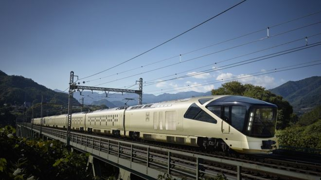 The Shiki-shima luxury train from the outside