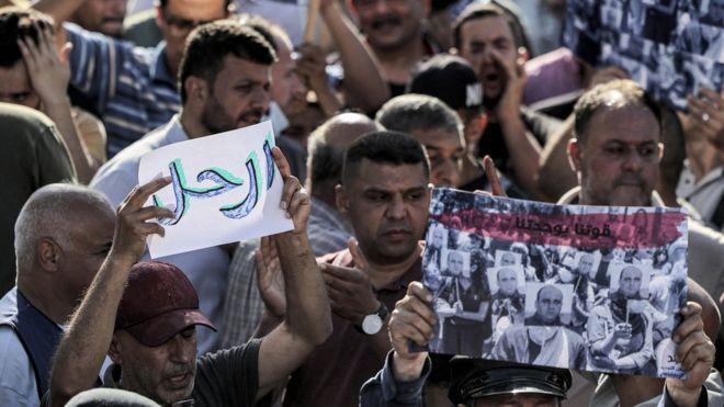 جانب من التظاهرات االمناهضة للسلطة الفلسطينية بعد وفاة الناشط المعارض نزار بنات في ظروف غامضة
