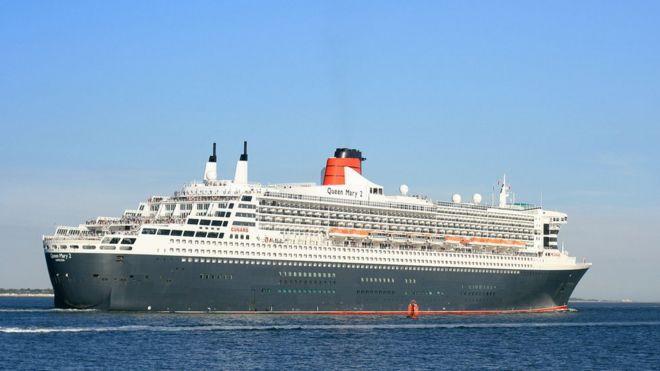 Quels sont vos paquebots préférés de la Cunard Line ? _93112363_queen_mary_2_outbound_from_southampton_2_sept_2013