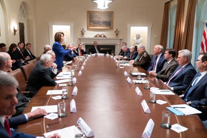 Bức ảnh Chủ tịch Hạ viện Pelosi chỉ tay vào Tổng thống Trump trong cuộc họp ở Nhà Trắng hôm 17/10.
