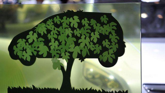 Una figura de un auto verde