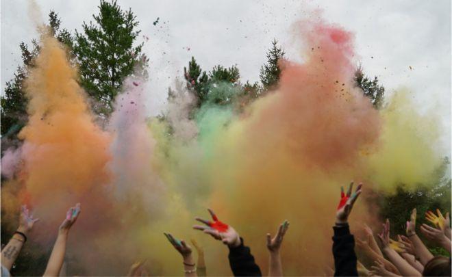 Polvo de colores al estilo del Holi indio