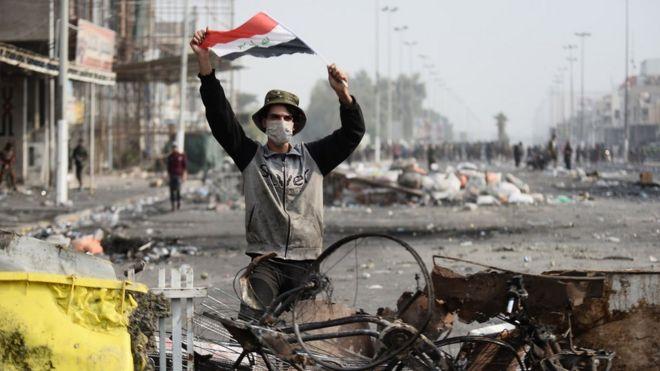 متظاهر في مدينة النجف العراقية