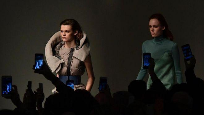 科技与时尚:预测20年后的潮流风尚