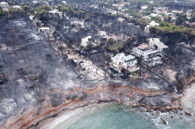 Сгоревшие дома в Греции