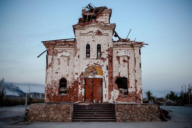 Церква під Донецьком зі слідами обстрілів