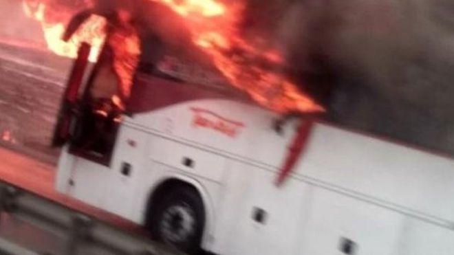 یک اتوبوس راهیان نور خالی از مسافر بر اثر شدت آتشسوزی خطوط لوله دچار حریق شد