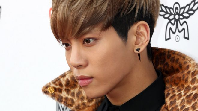 Shinee Singer Jonghyun K Pop Boy Band Superstar Dies Bbc News