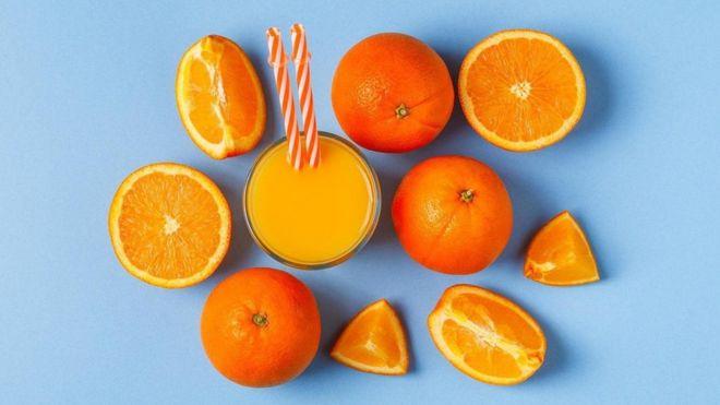 هل شرب العصائر أكثر فائدة للصحة أم تناول الفاكهة؟