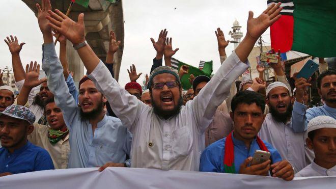 Pakistan'da protestocular