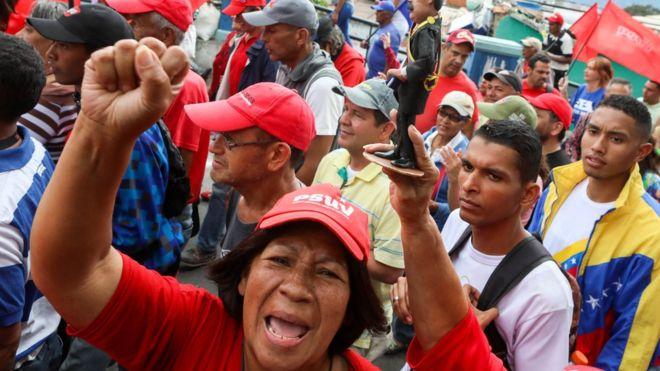 Maduro yanlıları Cumartesi günü Caracas'ta meydanlardaydı.