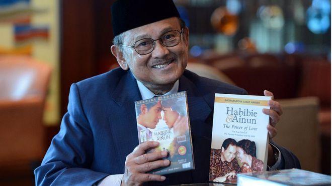 Bj Habibie Dimakamkan Di Tmp Kalibata Presiden Jokowi